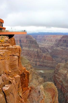 den gran canyon skywalk mit dem mietwagen erkunden. Black Bedroom Furniture Sets. Home Design Ideas